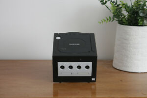 Gamecube (Includes 3 games but no controllers)
