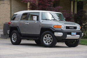 2012 Toyota FJ Cruiser METICULOUSLY MAINTAINED