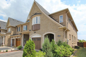 FOR LEASE 3 bedroom, 4 bath beautiful townhouse in Oakville
