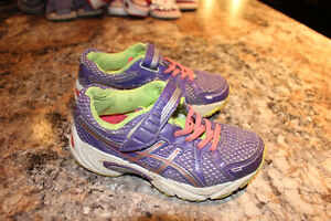 Girls Saucony Runners