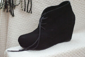 Aldo - Women's size 7 suede wedge boot