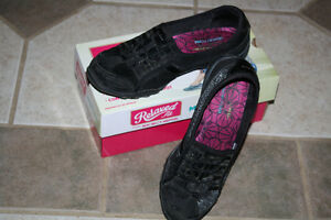 Women's Black Relaxed Fit Skechers shoes