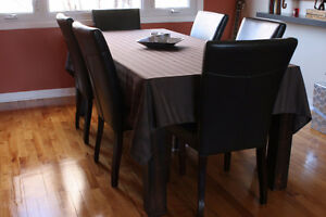Maison Corbeil dinimg table with 6 chairs