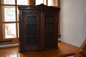 Petite armoire en bois style antique