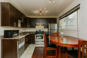 FULLY RENOVATED TOWNHOUSE IN PRIME NEIGHBORHOOD!