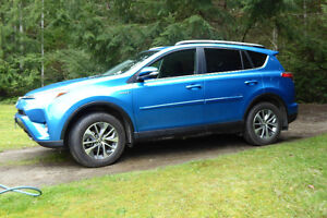 2017 Toyota RAV4 XLE SUV HYBRID ALMOST NEW