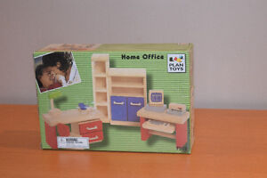 Wooden Doll house set - all inclusive West Island Greater Montréal image 4