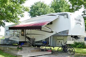 Luxury 5th wheel trailer