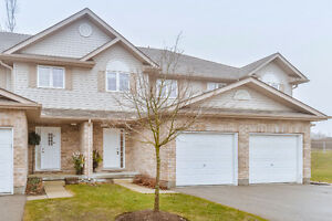 Beautiful Town Home Backing onto Green Space!!