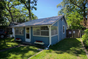 Bell Cottage : Cozy Grand Bend Cottage by Rent Huron