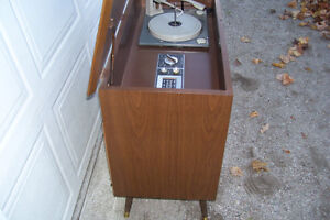 1961 RCA VICTOR EARLY FM & AM WITH RECORDPLAYER Windsor Region Ontario image 2