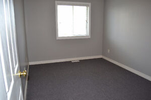 Rooms for rent, great for students. Close to Western London Ontario image 5