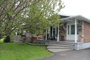 Great family 4 level backsplit home in friendly neighbourhood