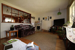 Check out this 1078sqft bungalow, complete w/ an attached garage Regina Regina Area image 4