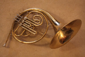 Bb FRENCH HORN made in USA bu C.G. Conn model 16D