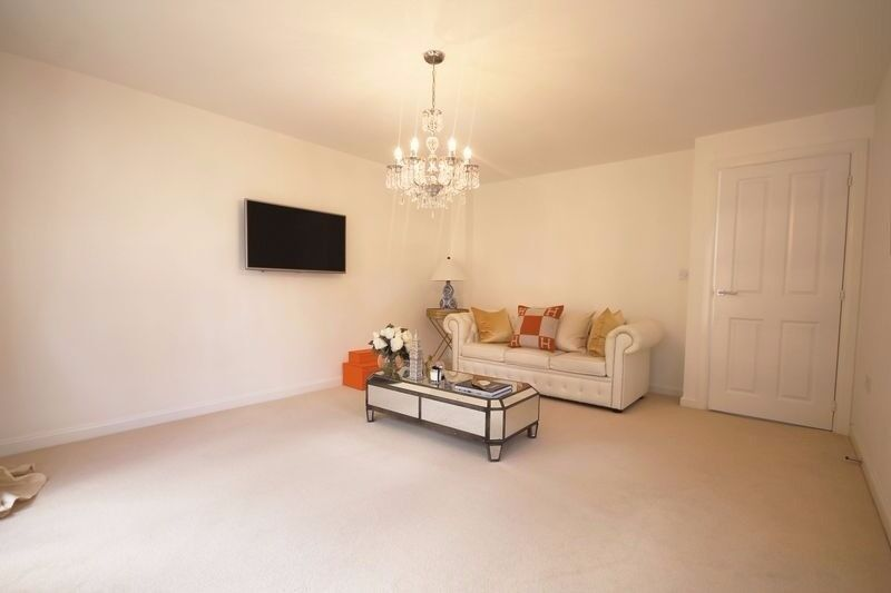 *PART BILLS INCLUDED * 2 DOUBLE BEDROOM FLAT IN TW14 FOR £1375 PCM CALL FOR ANY MORE DETAILS