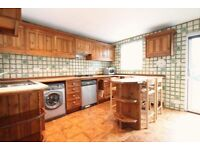 3 bedroom house in Pierrepoint Road, Acton, W39