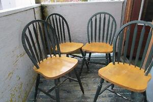 Table en chêne et le dessus en mélamine blanche plus 4 chaise