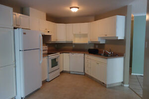 Steps to the U of A! 2bd/2 bth - all utilities included