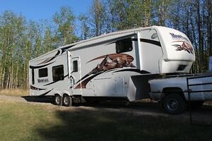MOVING SALE !!! 2009 MONTANA 3400 RL-CONSIDERING ALL OFFERS !