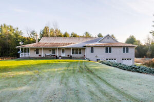 Executive Bungalow In Port Hope!