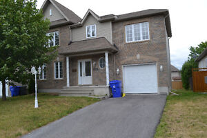 LARGE DETACHED HOUSE with GARAGE for RENT in Aylmer – JULY 1