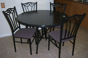 Black Round Dining Table with 4 chairs / delivery