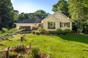 Beautiful Bungalow in Desireable Woodland Heights
