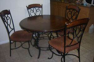 Elegant Round Dining Room Table with 4 chairs