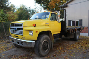 1987 FORD F800 AWESOME CONDITION! LOW KMS!
