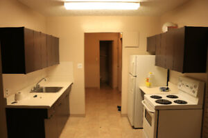 1 Bedroom Apartment, 5 minutes away from UofM + $300 bonus!