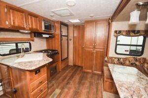 2016  23' Tracer 230FBS Trailer. Touring Edition