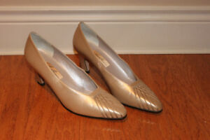 TAUPE LEATHER HEELS BY ALMALFI