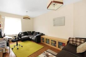 BARGAIN THREE BEDROOM PROPERTY LOCATED IN SHAD THAMES, 10 MINUTE WALK FROM LONDON BRIDGE STATION