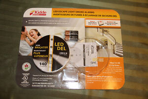 Kidde Smoke Alarm with LED Escape Light Brand New with batteries