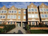 2 bedroom flat in Ealing Green, Ealing, W55