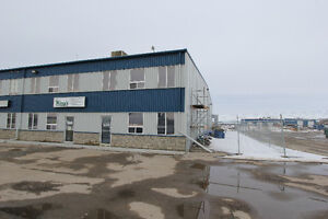 Industrial condo w/ 4695sqft shop FOR LEASE near Rocky Mtn House
