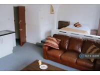 Studio flat in Elsenham Crescent, Basildon, SS14