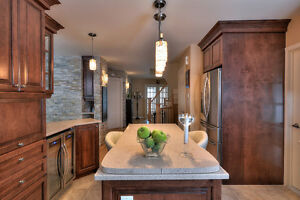 True Family Home!  (West Island / Salaberry-de-Valleyfield West Island Greater Montréal image 2