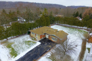 Country-Sized Lot Detached House For Sale Hopkins Court 2 Baths