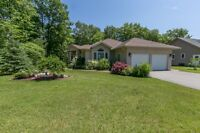 Stylish & Maintained 3 Bedroom Bungalow by Woodland Beach!