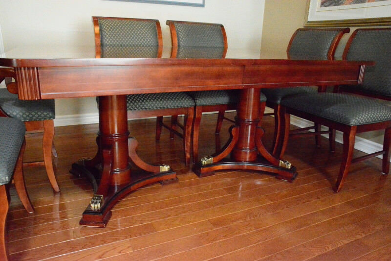 MAHOGANY DINING ROOM TABLE 8 CHAIRS