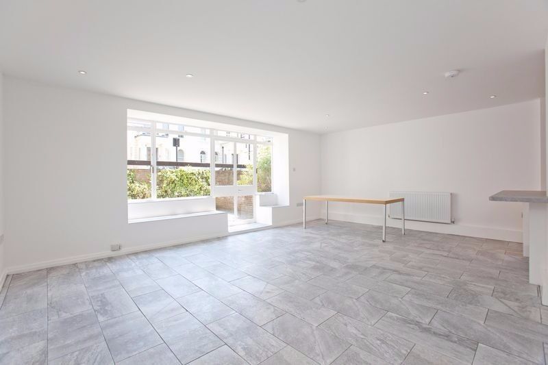 Refurbished flat 2 minutes to Swiss Cottage Tube - Buckland Crescent NW3