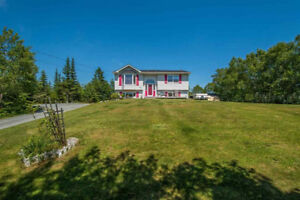 Beautiful Home in Lawrencetown on Large Lot!