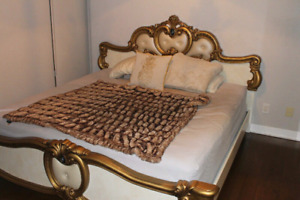 AMAZING LUXURY KING BED FOR SALE!