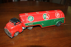 Vintage 1950's metal toys, Trucks and parts -Structo, Licoln,
