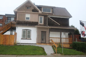 Desired Location Central Mountain Spacious 2 Bedroom Near Shops