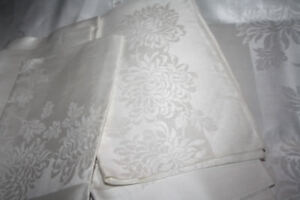 Damask satin/linen table cloth and 12 napkins