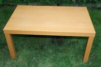 Table basse en bois clair / Low table in light color wood