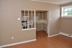 ONE BEDROOM ALL IN $725.00 AVAILABLE DECEMBER 1ST. Cornwall Ontario image 1